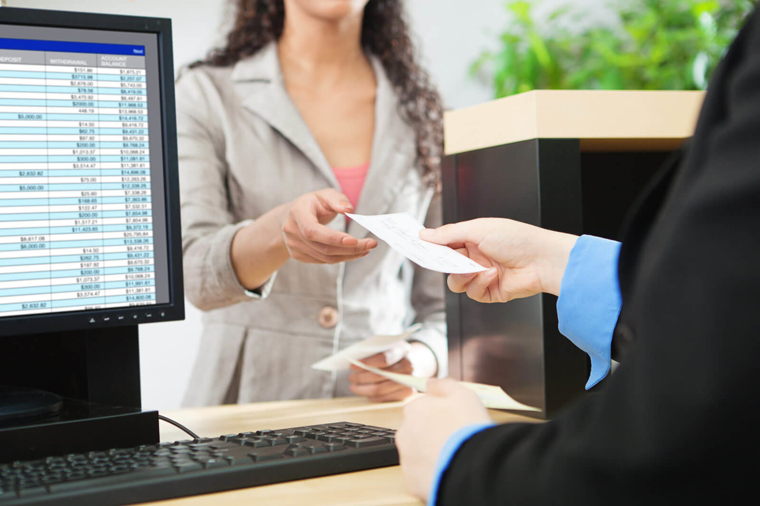 Factors to Consider When Applying For a Credit Card